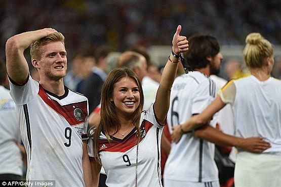 عکس خوشحالی بازیکنان تیم آلمان بعد از قهرمانی | عکس نامزدهای بازیکنان تیم آلمان | قهرمانی تیم آلمان در جام جهانی | خوشحالی بازیکنان تیم آلمان و همسرانشان 2014