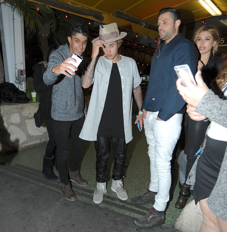 Justin Bieber | جاستین بیبر در کالیفرنیا | جاستین بیبر 2015 | جاستین بیبر میان هوادارانش | جاستین بیبر و فن هایش 2015