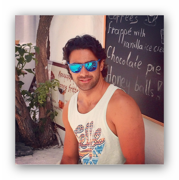 اینستاگرام فرهاد مجیدی با عینک آبی