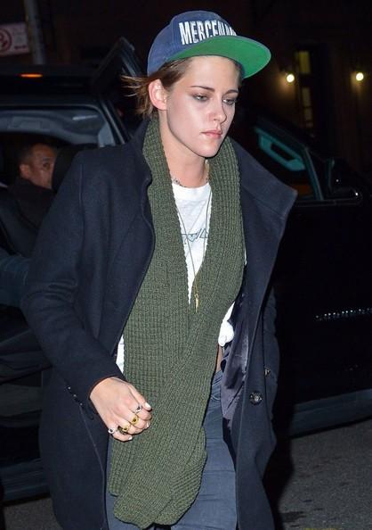 Kristen Stewart - Kristen Stewart Hangs Out At Julianne Moore's Condo