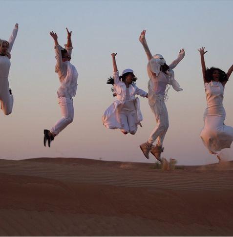 اوقات خوش کیم کارداشیان و دوستان در صحرای دوبی