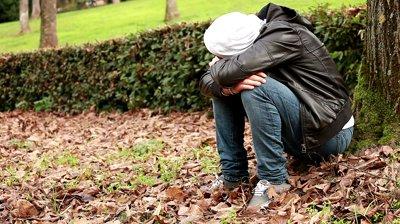stock footage sad boy at park3 عکس عاشقانه دختر و پسر 2015