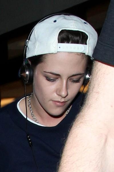 Kristen Stewart - Kristen Stewart Arrives at LAX