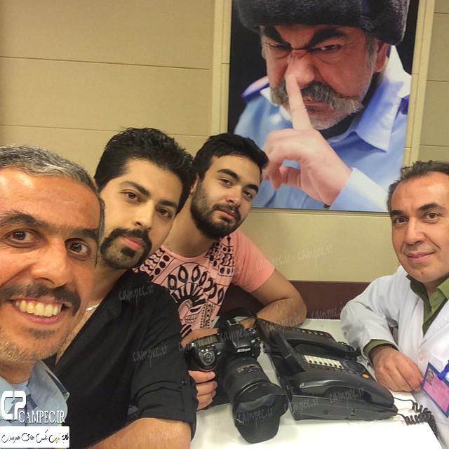 سیامک انصاری و جواد رضویان در پشت صحنه سریال در حاشیه