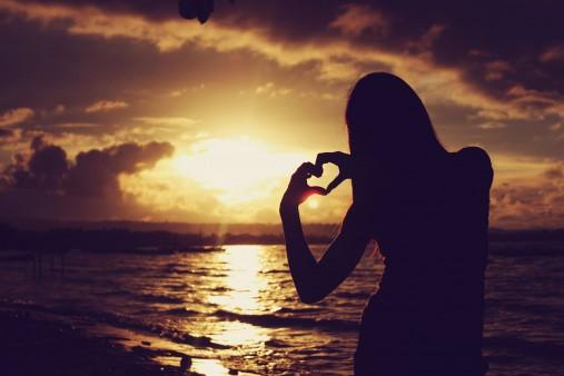 sunset girl heart beach wallpaper 5536035723 عکس عاشقانه دختر و پسر 2015