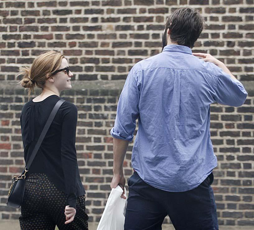 Emma Watson | اما واتسون | عکس های جدید اما واتسون | اما واتسون و دنیل رادکلیف | اما واتسون 2014 | عکس های جدید اما واتسون | اما واتسون و نامزدش | اما واتسون در لندن | عکس های جدید اما واتسون در لندن 2014 | عکس های اما واتسون در رستوران | شاتهای جدید اما واتسون 2014 | فتوشاتهای جدید اما واتسون 2014 | عکس اما واتسون | اما واتسون بیوگرافی | اما واتسون عکس | آریا فان