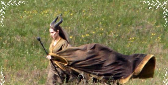 آنجلینا جولی | عکس های جدید آنجلینا جولی | عکس های فیلم جدید آنجلینا جولی | دانلود فیلم آنجلینا جولی | دانلود فیلم جدید آنجلینا جولی | آنجلینا جولی دانلود | عکس های فیلم خبیث | عکس های آنجلینا جولی در فیلم خبیث | عکس های آنجلینا جولی و دخترش در فیلم خبیث | دانلود فیلم خبیث آنجلینا جولی | استیل های جدید فیلم خبیث آنجلینا جولی | بیوگرافی آنجلینا جولی | آنجلینا جولی و برد پیت | آنجلینا جولی و دخترش | پوستر جدید فیلم خبیث | آنجلینا جولی 2014 | آنجلینا جولی در فیلم جدیدش | آنجلینا جولی با دخترش هم بازی شد | آریا فان