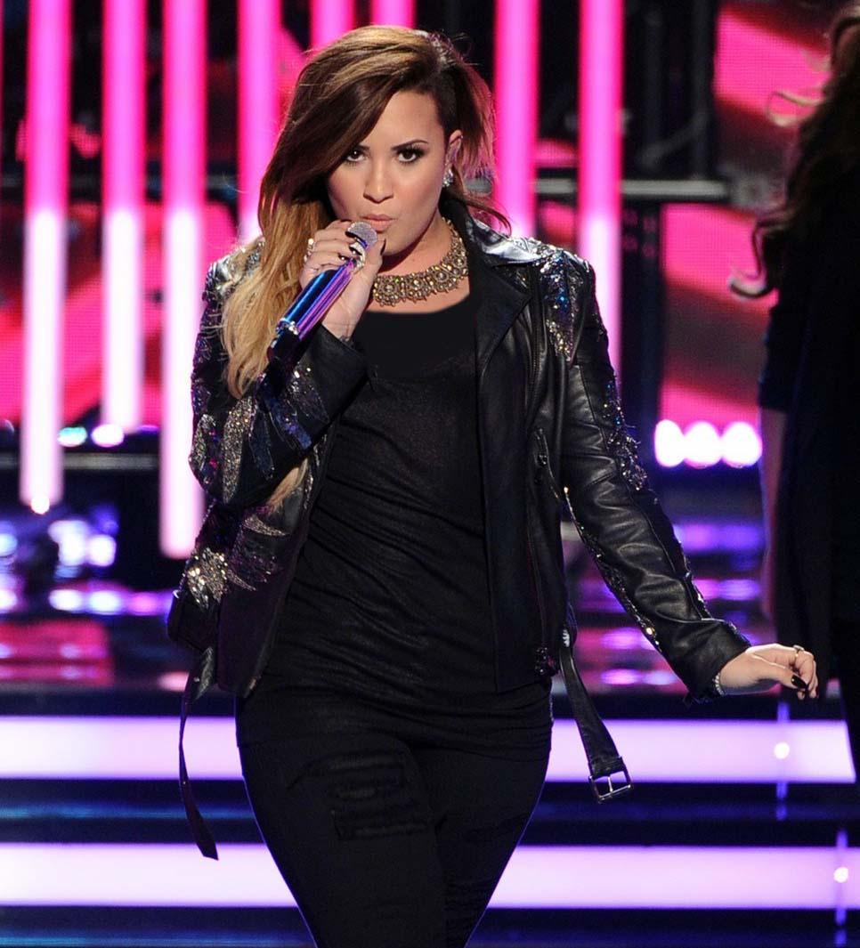 Demi Lovato | دمی لواتو | عکس های جدید دمی لواتو | دمی لواتو 2014 | گالری عکس های دمی لواتو | دمی لواتو بیوگرافی | دمی لواتو دانلود | دمی لواتو کلیپ | عکس های جدید دمی لواتو | دمی لواتو و سلنا گومز | دمی لواتو و سلنا گومز 2014 | دانلود آهنگ جدید دمی لواتو | دمی لواتو و نامزدش | آریا فان