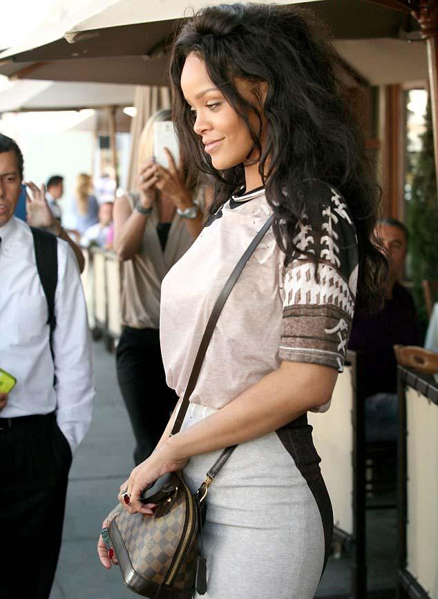 Rihanna | ریحانا | ریحانا 2014 | عکس های جدید ریحانا | ریحانا در بورلی هیلز | جدیدترین عکس های ریحانا | ریحانا در کالیفرنیا | ریحانا و برادر زاده اش | ریحانا عمه شد | ریحانا دانلود | کلیپ ریحانا | عکس های کنسرت جدید ریحانا | دانلود آهنگ های ریحانا | ریحانا و کتی پری | ریحانا و کارا دلوینگ | مدل موی جدید ریحانا | رنگ موی جدید ریحانا | استایل جدید ریحانا | آریا فان