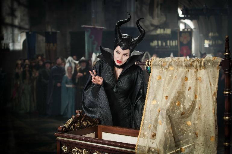 عکسهای جدید فیلم شیطان صفت | دانلود فیلم شیطان صفت | دانلود فیلم Maleficent | عکسهای فیلم Maleficent | دانلود فیلم Maleficent آنجلینا جولی | خلاصه داستان فیلم Maleficent | نقد و بررسی فیلم Maleficent | خلاصه داستان فیلم شیطان صفت | آنجلینا جولی در اکران فیلم شیطان صفت | عکسهای جدید فیلم شیطان صفت | دانلود فیلم شیطان صفت آنجلینا جولی | نقد فیلم شیطان صفت | شیطان صفت | Maleficent | آریا فان